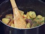Картофена яхния с яйца и карначе 3