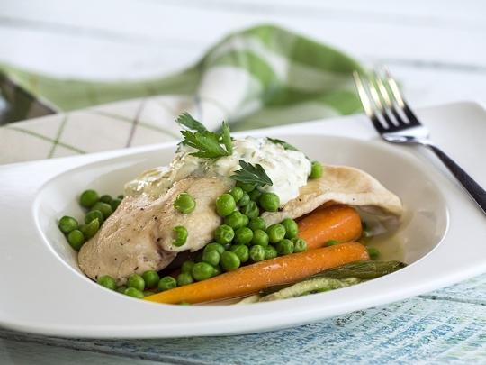 Пилешко с пролетни зеленчуци