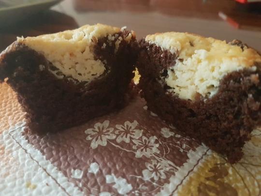 Какаови мъфини с крем сирене