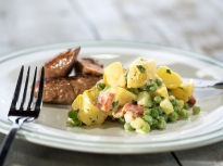 Картофена салата с грах и чушки