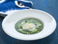 Картофена супа с коприва и пюре от грах