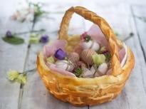 Тестена кошница за великденски яйца