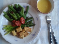 Тофу на тиган с аспержи, зелен фасул ...