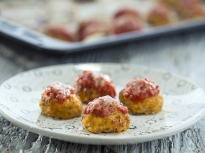 Пилешки кюфтета с доматен сос