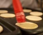 Хлебчета с червен лук и синьо сирене 4
