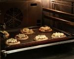Хлебчета с червен лук и синьо сирене 6