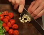 Зеленчуци с кренвирши на тиган 3