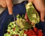 Салата от домати, маслини и авокадо