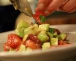 Салата от домати, маслини и авокадо 3
