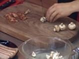 Пилешки рулца с бекон и печурки 3