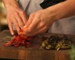 Печени домати с плънка от чушки и сирене