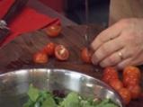 Лятна салата с портокал, грейпфрут и чери домати, гарнирани с пилешко филе 3