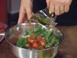 Лятна салата с портокал, грейпфрут и чери домати, гарнирани с пилешко филе 4