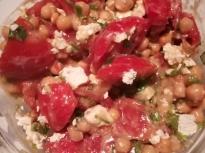 Бърза салата с нахут и домати