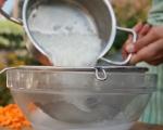 Лозови сарми с доматено-сметанов сос