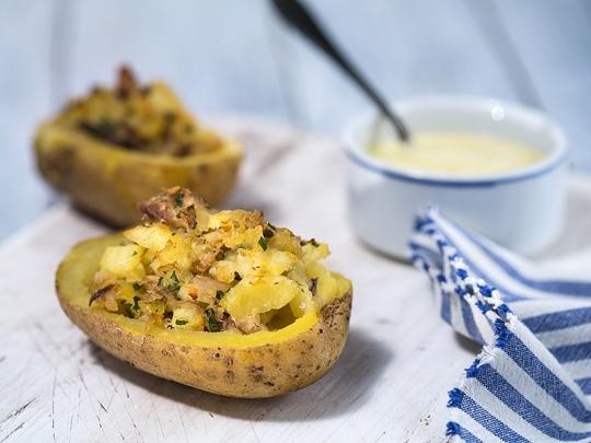 Картофени лодки с риба на фурна