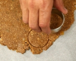 Бисквити с орехи и стафиди 4