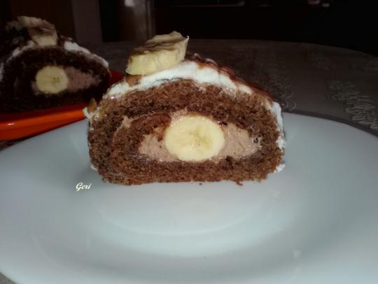 Шоколадово руло с банани и сметана