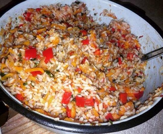 Пълнени чушки с ориз и зеленчуци