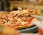 Пица с кренвирши, лук и гъби 13