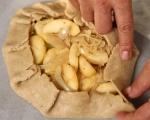Галет с ябълки, резене и синьо сирене 6