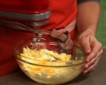 Ябълков сладкиш с орехи и стафиди