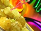 Салата от пролетни картофи с тиквички