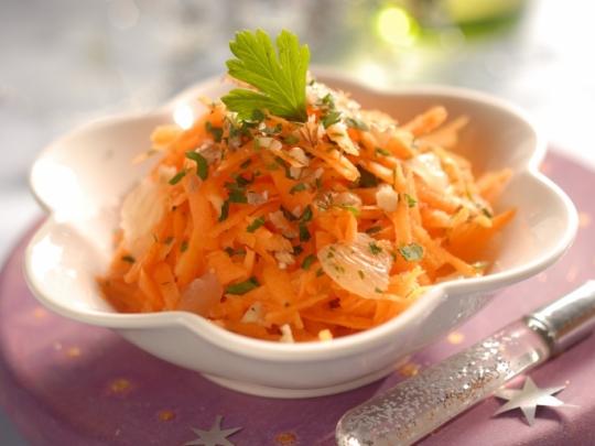 Салата от моркови с орехи и лимон