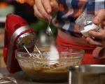Лепкав кейк с карамелен сос 4