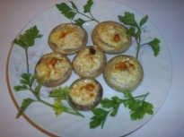 Пълнени гъби с яйца и кашкавал