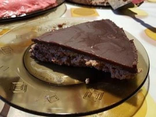 Бисквитена торта с шоколадова глазура