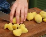 Лютика със сушени чушки и картофи