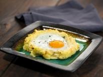 Яйца в картофени гнезда