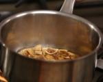 Печено бри със смокини и ядки