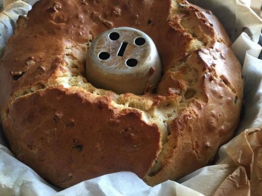 Солен кекс със сирене, салам и маслини