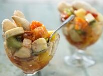 Плодова салата със сладки