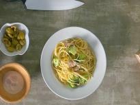 Лимонови спагети с броколи и риба тон