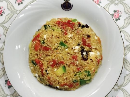 рецепта за салата с киноа печени чушки и авокадо от Vesel At бон апети