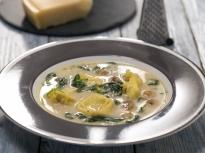 Гъбена супа с тортелини и спанак