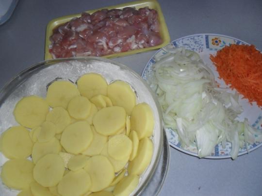 Пай от пилешко бутче с картофи