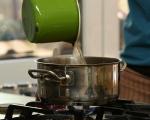 Яхния от грах и пресни картофи 2