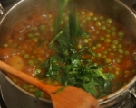 Яхния от грах и пресни картофи 4