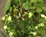 Зелена салата със захаросани орехи 10