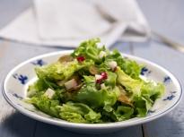 Зелена салата с репички и картофи