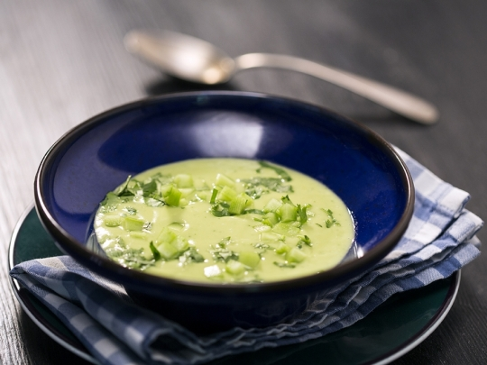 Студена супа с авокадо и кокос