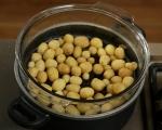 Салата от пресни картофи, репички и халуми