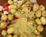 Салата от пресни картофи, репички и халуми 6