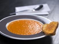 Доматена супа със солени бишкоти