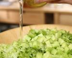 Зелена салата с цедено мляко 2