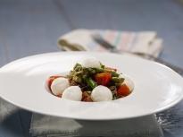Салата от аспержи и чери домати